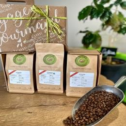 La Fête des Pères, c'est Dimanche ! ☕️  Découvrez nos box-café «3 terroirs» et faites voyager votre papa au cœur de l'Éthiopie ! 🇪🇹  Pleins d'autres idées cadeaux en boutique !   Rendez-vous chez COULEUR Café ! ✅