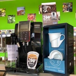 ❗️- PROMO Machines à café Delonghi - ⚠️  C'est le moment pour passer aux broyeurs à grains et ses multiples avantages :  • j'économise de l'argent sur le long terme 💸 • je respecte la planète et opte pour une option plus écologique (fini les capsules !) ♻️ • je conserve tous les arômes du café fraîchement moulu (surtout s'il vient de ton torréfacteur préféré) 😉 • je fais même mes propres capuccinos (le latte art n'aura plus de secret pour toi...) ☕️  *Pour en savoir plus sur les promos du moment : rendez-vous en boutique ! ✅  #delonghi #broyeuracafé #promo #café