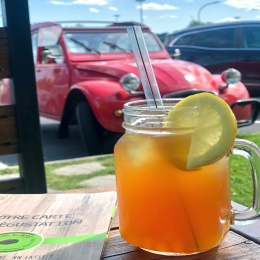 B U B B L E  TEA 🍹  Cocktail du mois à base de thé noir, coulis fruits de la passion et perles saveur passion qui explosent en bouche ! 😋  #bubbletea #coffeeshop #icetea #cocktail #summer #fresh #tarn #castres #albi