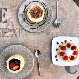 Les bonnes pâtisseries @lesgourmandisesdelodie81 à déguster ce week-end dans notre boutique de Castres 🍰😋 #cakes #yummy #food #summer #coffeeshop #castres