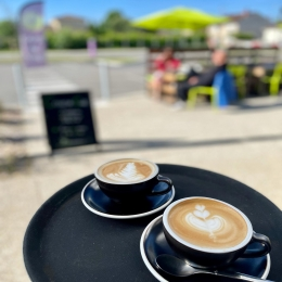 CAPPUCCINO ! ☕️  Est-ce vous avez déjà goûté nos versions aromatisées? Vanille, spéculos , noisette ou caramel , un délice 😋  #cappuccino #coffee #coffeeshop #france #tarn #albi #castres #latteart
