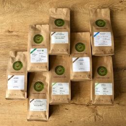 - BONNE ANNÉE & NOUVELLES RÉSOLUTIONS ! - ♻️☝🏼  L'équipe de COULEUR Café vous souhaite une bonne et heureuse année 2021 ! 🥳  Voici quelques idées de résolutions qu'on vous souffle à l'oreille...😉  • Je favorise toujours et encore la consommation locale et les commerces de proximité !  #montorréfacteurlocal 🤝🏼  • Je privilégie les produits artisanaux et de meilleure qualité #cafédespécialité ☕️  • Je tris et réduis mes déchets ; chez Couleur Café ramenez vos contenants et vos sachets vides ! #déconsigne ♻️  • Je prends du bon temps, je me fais plaisir et je souris à la vie ! #coffeeshop #salondethé ☺️  Rendez-vous chez Couleur Café , votre artisan torréfacteur depuis 1999 ! ✅  #torrefacteur #local #artisan #craft #specialtycoffee  #newyear #2021 #bonnesresolutions