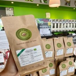 HONDURAS Clave del Sol BIO🇭🇳🌱   C'est Betty, productrice en Honduras, qui nous fait découvrir son café ce mois-ci !  Préparé en méthode Honey (non-lavé), ce mélange Bourbon rouge / Catuai rouge nous régale par ses notes caramélisées et sa rondeur 🍯  Pour se procurer un paquet, rendez-vous en boutique ou sur notre e-shop! ✅  #café #coffee #torrefacteur #coffeeroaster #coffeeshop #honduras #organiccoffee #cafebio #tarn #castres #albi
