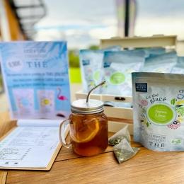 - THÉ GLACÉ - ☀️  C'est le 1er jour de l'été !   Et pour se rafraîchir tout au long de la journée, rien de mieux qu'un petit thé glacé de chez @comptoir_francais_du_the ! 🍹  Menthe - Citron - Coco...il y en a pour tous les goûts !  Et pour faire suivre votre thé glacé tout au long de la journée pensez à nos gourdes et thermos avec infuseur intégré!   #théglacé #icetea #été #summer #coffeeshop #salondethe #tarn #castres #albi