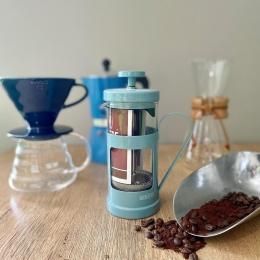 Les alternatives à l'espresso ~  C'est la rentrée ! Et pour vous équiper en café sans se ruiner, il existe de nombreuses façons de déguster le café autrement ! ☕️  ~ Chemex ~ FrenchPress ~ V60 ~ Cafetière italienne ~ il y en a pour tous les goûts !   #coffee #coffeelover #frenchpress chemex #v60 #frenchpress #italiancoffee