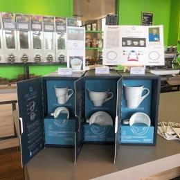 - NEW - ☕️   Les tasses DELISSEA sont là !  Une tasse au design technique, inspiré de l'oreille interne, qui offre une crema dense et tigrée pour un café des plus aromatiques..  Testées et approuvées par l'équipe Couleur Café 😉  Coffrets premium espresso, lungo ou thé à découvrir en boutique ! 🔝 @delissea_officiel  @arnaudbaratte   #espresso #delissea #barista #coffeeshop #tasse