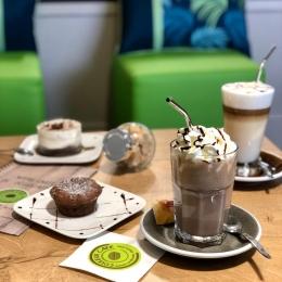 La pause-goûter chez Couleur Café ! ☕️🧉🧁 #coffeeshop #coffee #latte #lattemacchiato #chocolatviennois #hotchocolate #cozy #barista #castres #albi #tarn #albitourisme #castrestourisme