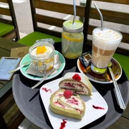 Les beaux plateaux de Couleur Café ! 😍  ☕️ Café - Capuccino - Latte 🍹 Citronnade - Smoothie - Milkshake 🧁 Pâtisseries - Biscuits 🍨 Glaces - Sorbets   A chacun son petit plaisir ! ☺️  Rendez-vous sur nos terrasses ! ✅